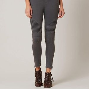 Beulah Moto Style Gray Pull-on Jeggings